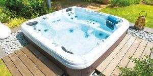 Modele de spa 471 de la gamme premium Aquilus Spas au showroom de Digne-les-bains