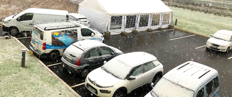 Formations Spas Aquilus modèles exposés sous la tente au siège