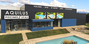 Rénovation de la façade et de l'enseigne Aquilus Piscines et Spas