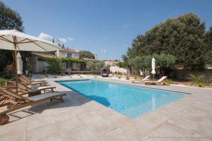 une grande piscine digne des plus beaux hotels