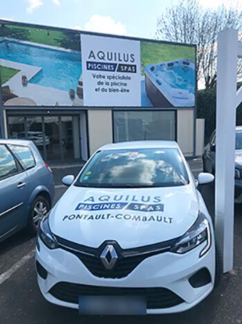 Devanture magasin Aquilus Pontault-Combault et voiture de fonction